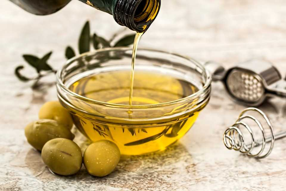 Olive oil consumption in the US. (in 1,000 metric tons)  2000: 209 2008: 275  2016: 316  (US Department of Agriculture)