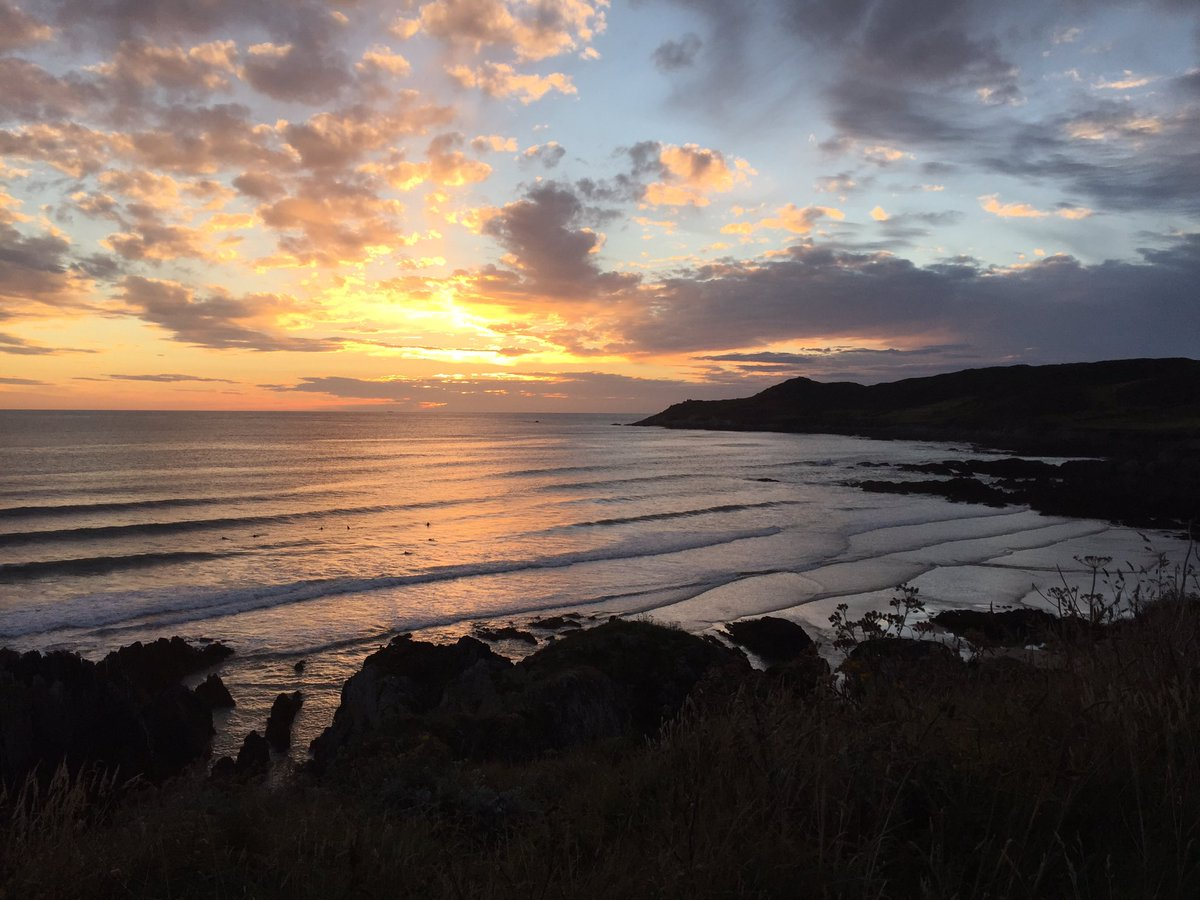 Glorious sunset tonight over #Combesgate #Beach #Woolacombe #Mortehoe #NorthDevon #Devon @GreatDevonDays @lovenorthdevon<br>http://pic.twitter.com/Jqx62PxW7P