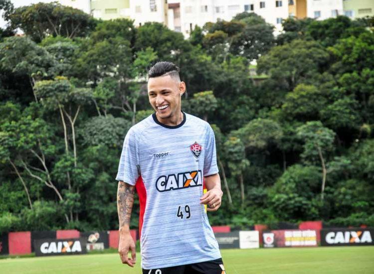 Neilton marca seu 2º gol com a camisa do @ECVitoria! #BrasileiraoNoSporTV #NossoFutebol