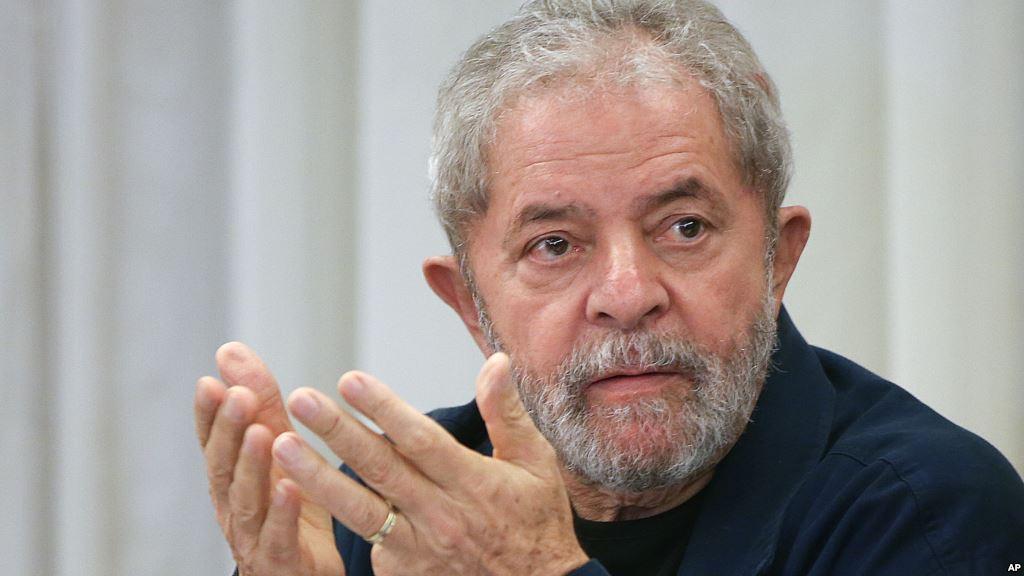 O ex-presidente Lula passa por exames de rotina no hospital Sírio Libanês. De acordo com a equipe médica, os resultados se encontram normais