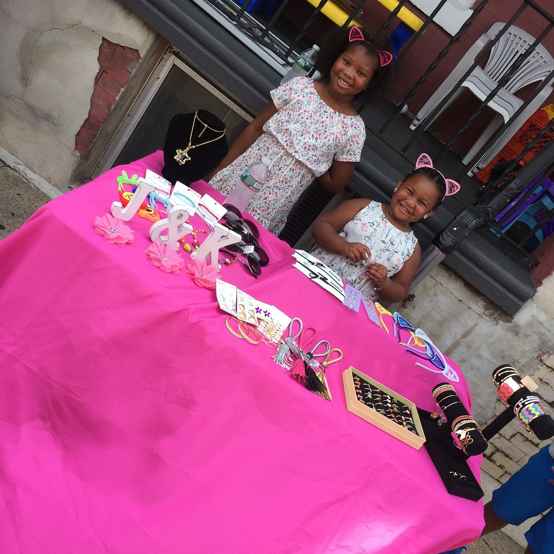 Pull up 19th Somerset Jay &amp; Kay Diva Styles pop up shop kid jewelry $2-$10  #YouthEngagement #YouthDevelopment #TLDBuildingBridges #COMMUNE<br>http://pic.twitter.com/w02lq8l4Hk