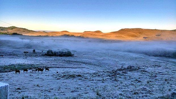 Serra catarinense tem temperaturas abaixo de zero pelo sexto dia seguido. https://t.co/XrY3yETjTh