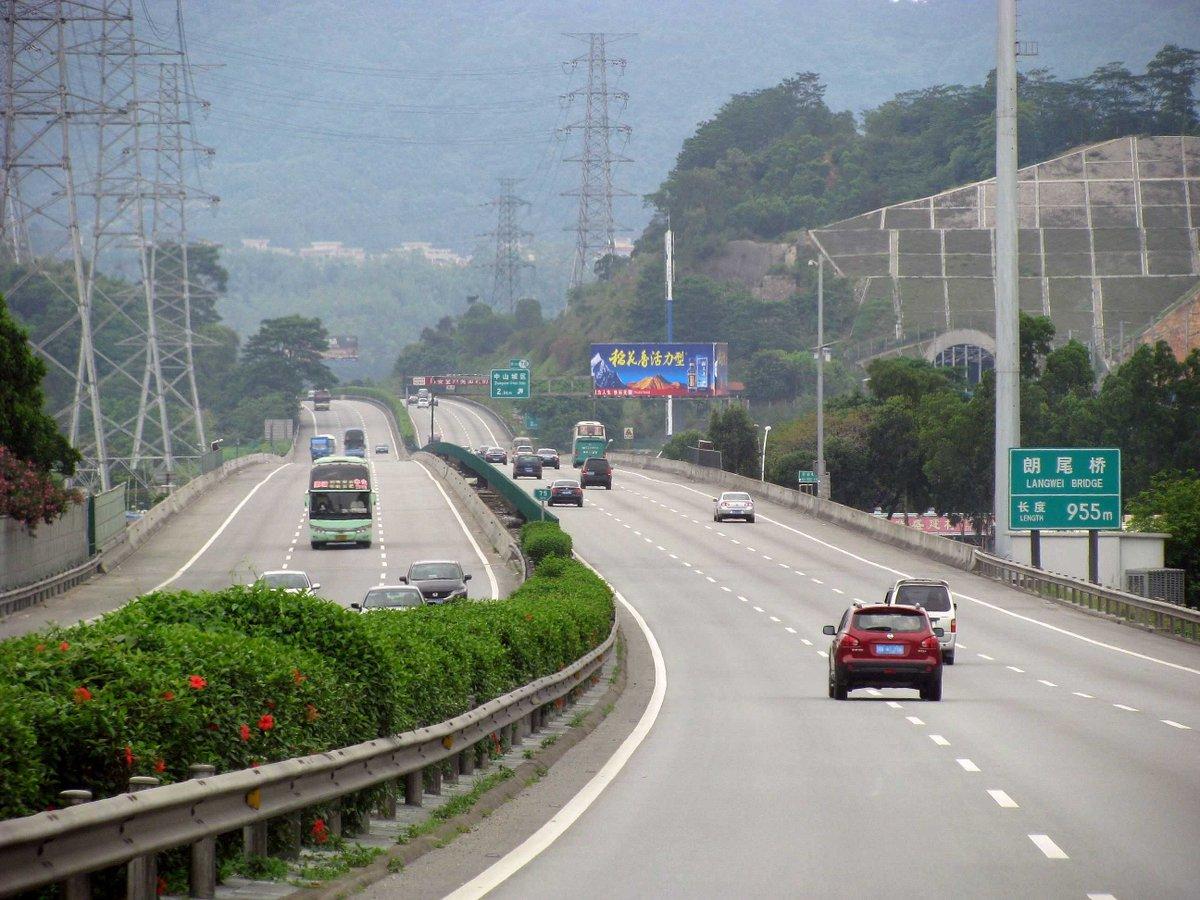 Total length of China's highways.  2006: 45,340 kilometers 2016: 131,000 kilometers