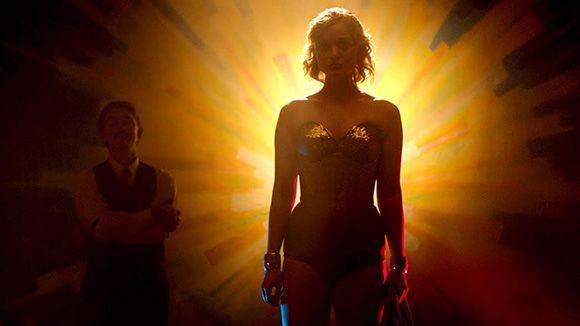 Verdadeira Mulher-Maravilha que você pensava já ter assistido ainda vai estrear no cinema dos EUA. Veja trailer. https://t.co/QvpeKaMX6y