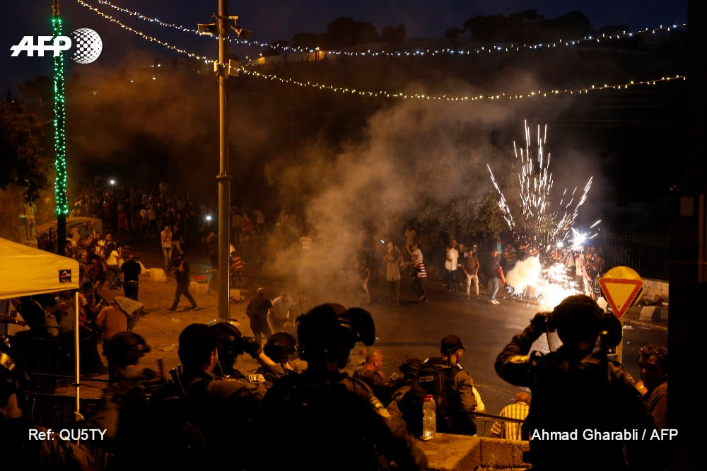 Palestinians die in new clashes with Israeli forces over Jerusalem holy site https://t.co/XvBAZBlfJu