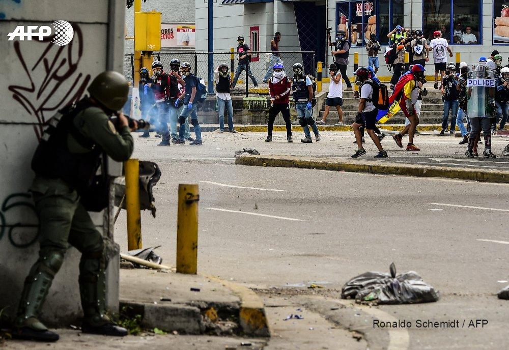 Venezuelan police break up anti-government rally with tear gas https://t.co/cUNvWXleTv