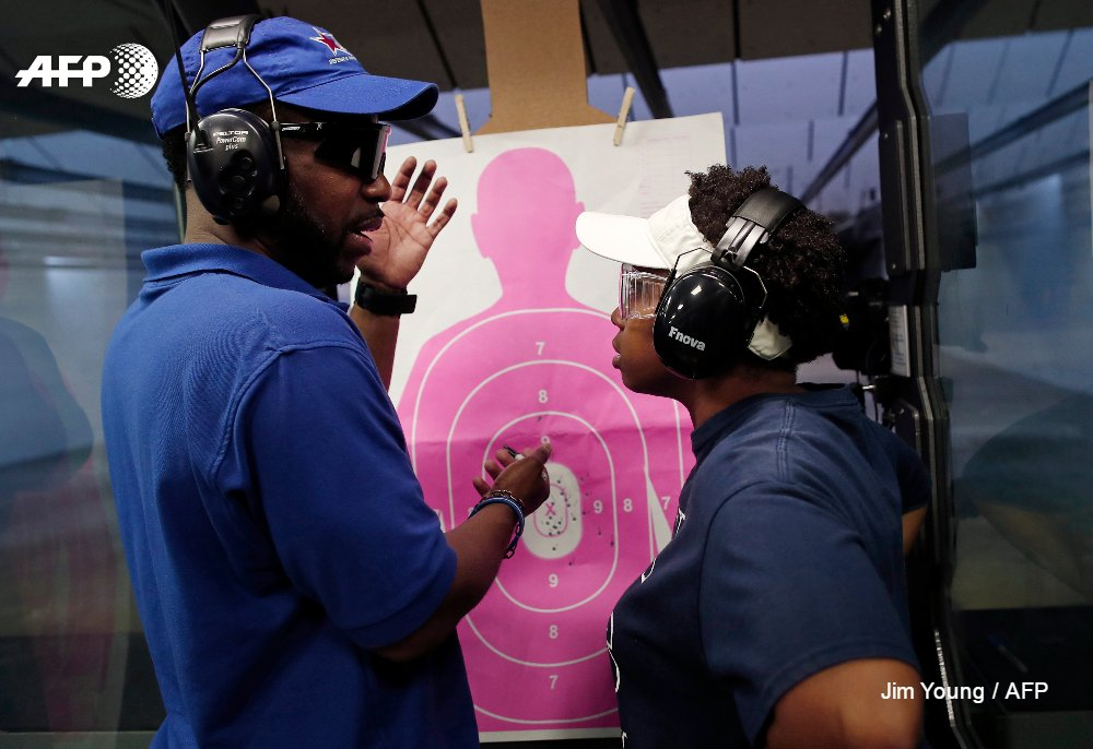 In Chicago, women worried about violence join gun club https://t.co/mRc279r54C