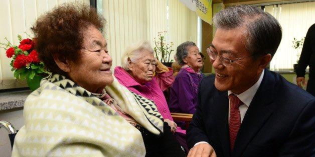 오늘 오전 일본군 '위안부' 피해자인 김군자 할머니께서 별세하였습니다.'17세에 끌려가 위안소에서 하루 40여명을 상대로 성노리개가 되어야 했고 죽지 않알 만큼 맞았다'그런 구타로 할머니께서는 고막이 터져 평생 왼쪽 귀가 들리지 않았습니다..