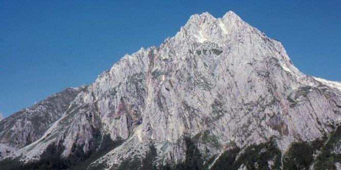 🔴 #Pyrénées : un randonneur se tue après une chute de 200 m https://t.co/TUjqjf3xns
