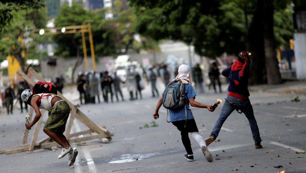 Venezuela: nouvelles violences lors d'une manifestation anti-Maduro https://t.co/xGhNtWOapi