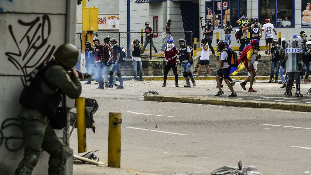 Venezuela : nouvelles violences, l'opposition appelle à 48h de grève https://t.co/pM7CNJGAKU