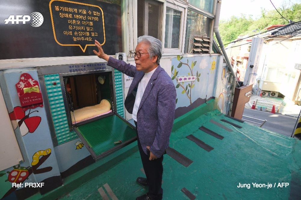 Dans un mur de Séoul, une 'boîte' pour abandonner son bébé https://t.co/an0BwkUn0A #AFP
