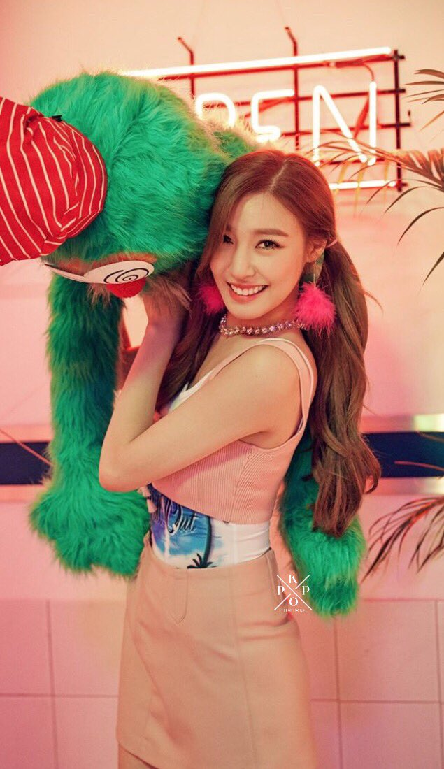 RT @kpoplocks: tiffany; #holidaynight part. 1 🍬  please, rt if you save print if you use #GIRLS6ENERA10N https://t.co/0Dq7fRvZJx