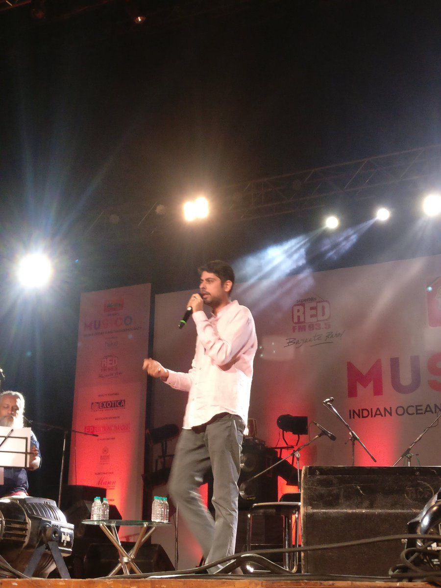 This boy @varungrover is rocking at the very beginning of @RedFMIndia #Musicom pic.twitter.com/pCTLnvSXXK