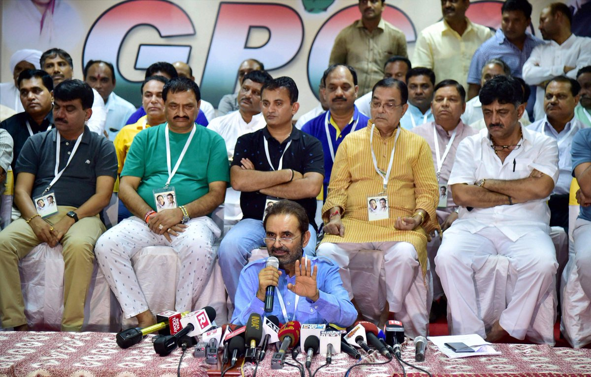 Chaotic scene in Gujarat Congress PC in Bengaluru as reporters prevented to talk to MLAs