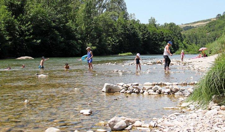 #Aveyron : caves troglodytes, château et plage à Rivière-sur-Tarn (abonnés) https://t.co/oRABAhDHdf