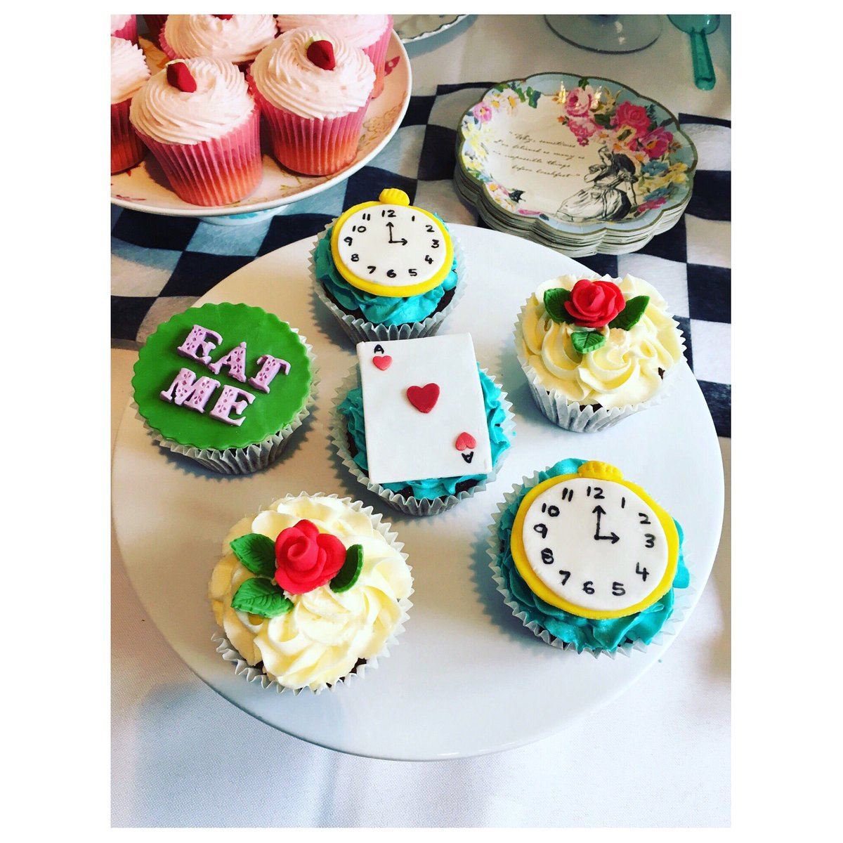 #sundayfunday is made for #cupcake especially when they are this pretty!  #nomnomnom #cake #30plusblogs #thirtyplusblogger #fashionblogger<br>http://pic.twitter.com/7XdEenP9Ws