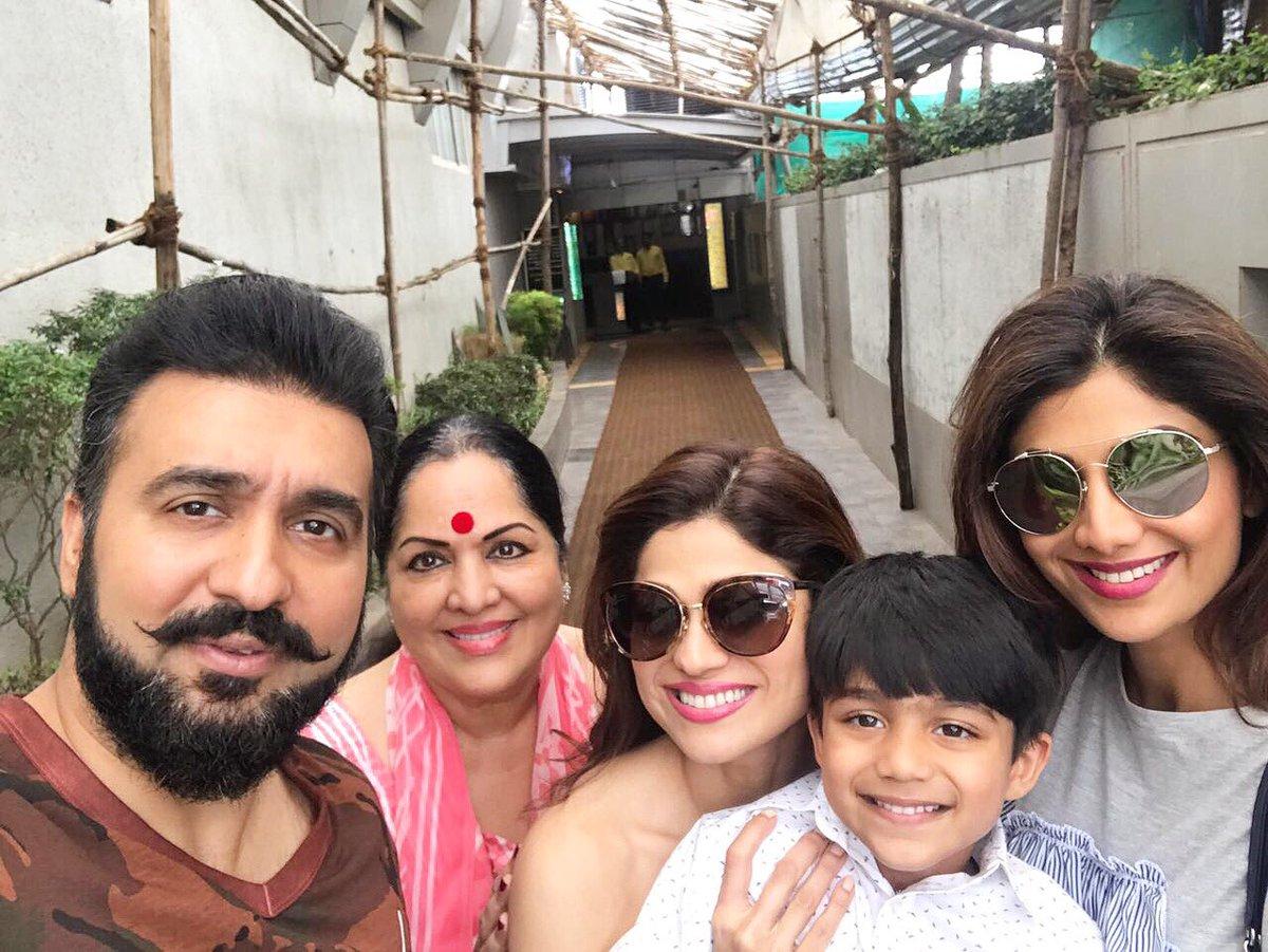 Family brunch time  #familyiseverthing #love #happiness #familytime #brunching @TheRajKundra @TheShilpaShetty<br>http://pic.twitter.com/mz0UK0smhr