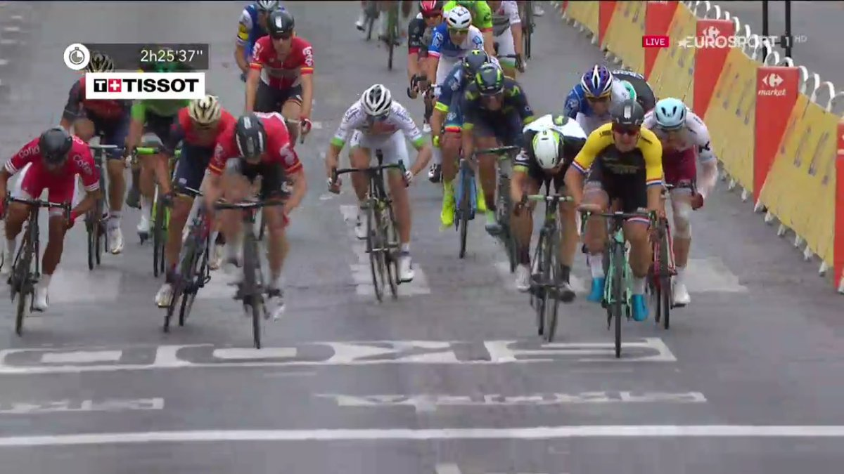 5th place from @Kristoff87 on #ChampsElysees #TDF2017 @GroenewegenD wins final stage