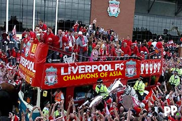 Incredible scenes greeting the Liverpool squad on their return from vi...
