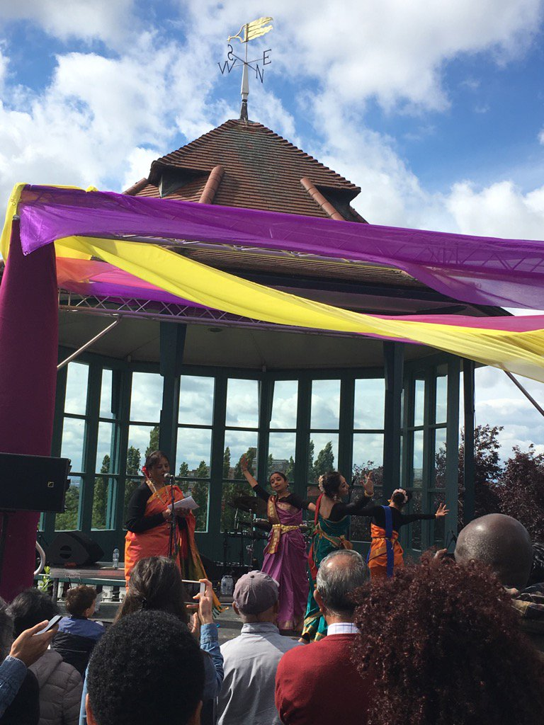 Blue skies grace The Baaja festival @HornimanMuseum @Soumik_Datta @DattaSangeeta #tagore #music and #dance https://t.co/x8bv8AdUXW