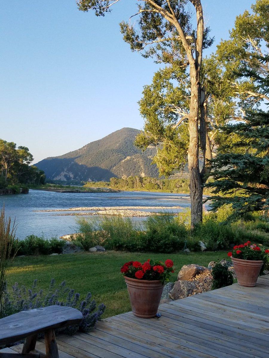 My #Montana morning! #livingston #yellowstoneriver  #nascarday #flyfishing #montanamoment #visitmontana<br>http://pic.twitter.com/bN425wuphK