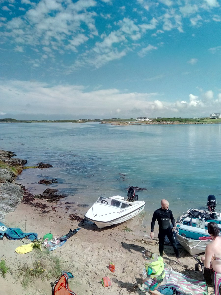#Rhosneigr at its best today, awesome day! #wakeboard #waterski #skieleven #fletcher #Anglesey #boat #familytime #lolabell #ynysmon<br>http://pic.twitter.com/NoWgFJd6k4