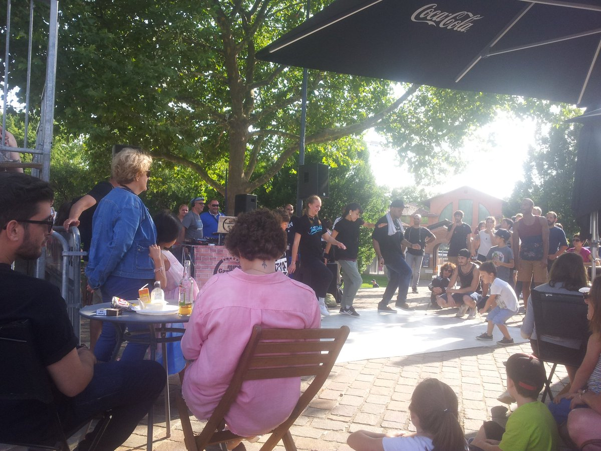 #toulouse ambiance funky family au jardin raymond 6  #funkysunday<br>http://pic.twitter.com/EkPpWW6HIv