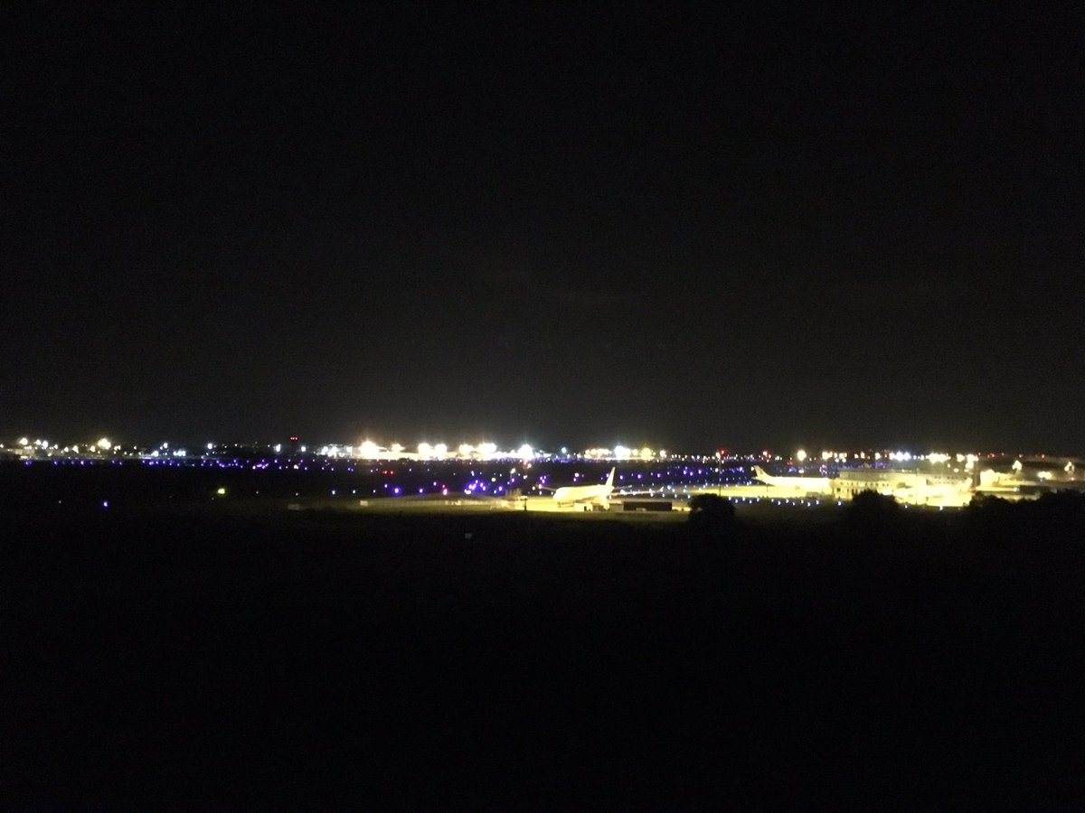 #Toulouse by night with awesome #A350 <br>http://pic.twitter.com/Zy91s0Pjx8