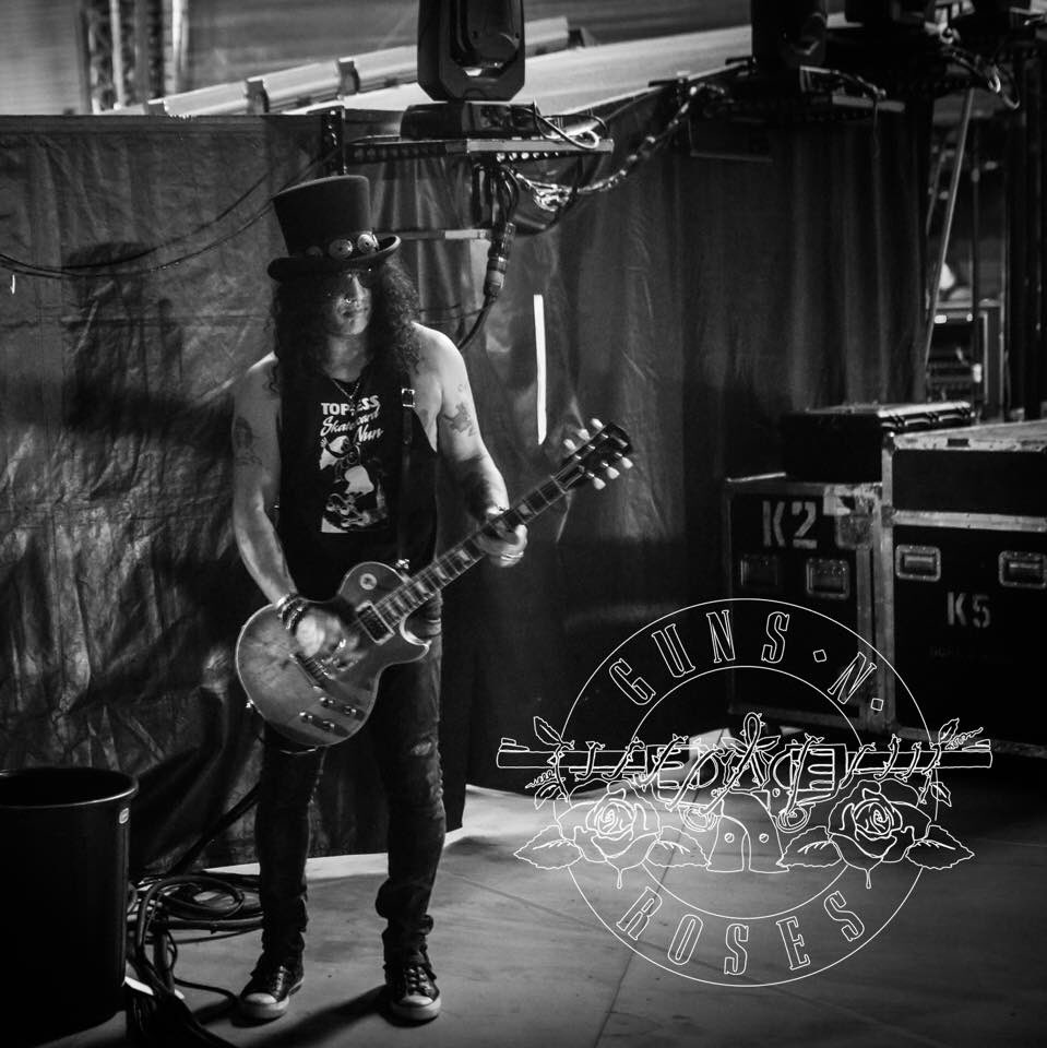 Happy F&#39;n Birthday @slash! The best guitar player of The   #slash #guitar #saulhudson #gibson #gunsnroses @juankiss67 @lopeztelar<br>http://pic.twitter.com/keYtxPgXZY