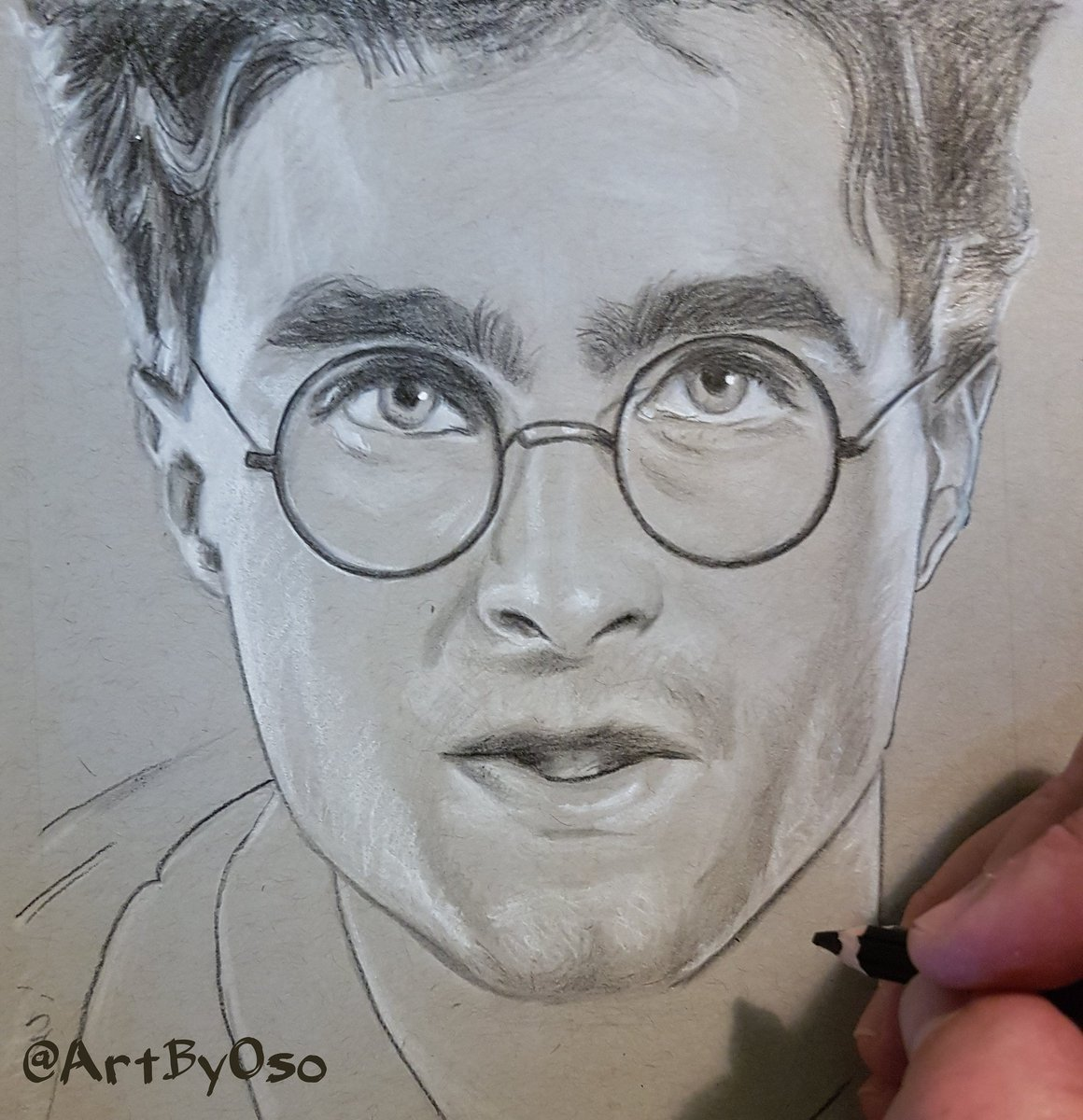 #HappyBirthday #DanielRadcliffe, 28!   #HarryPotter #fanart #prismacolor #pencil #drawing on toned #strathmore paper by @ArtByOso<br>http://pic.twitter.com/lnQNSHuhBH