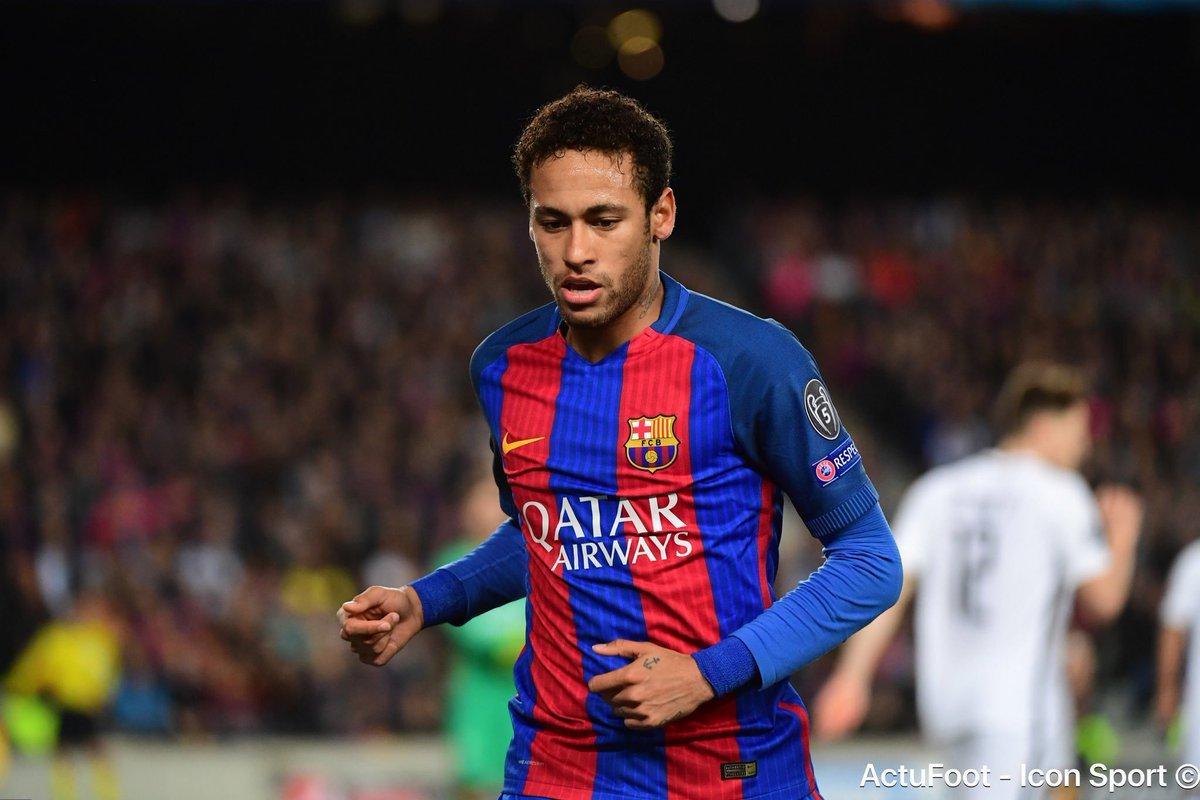Selon @SCPAdeptos1906_, Raffaela, la sœur de Neymar aurait récemment lancé des recherches de logement à Paris et dans les Yvelines.