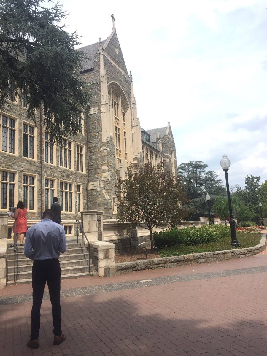 Visited @Georgetown the other day! Thanks to @TWCInternships and @Jessicas144 for the wonderful and informative experience. #gradschool <br>http://pic.twitter.com/rYO8IBxzgI