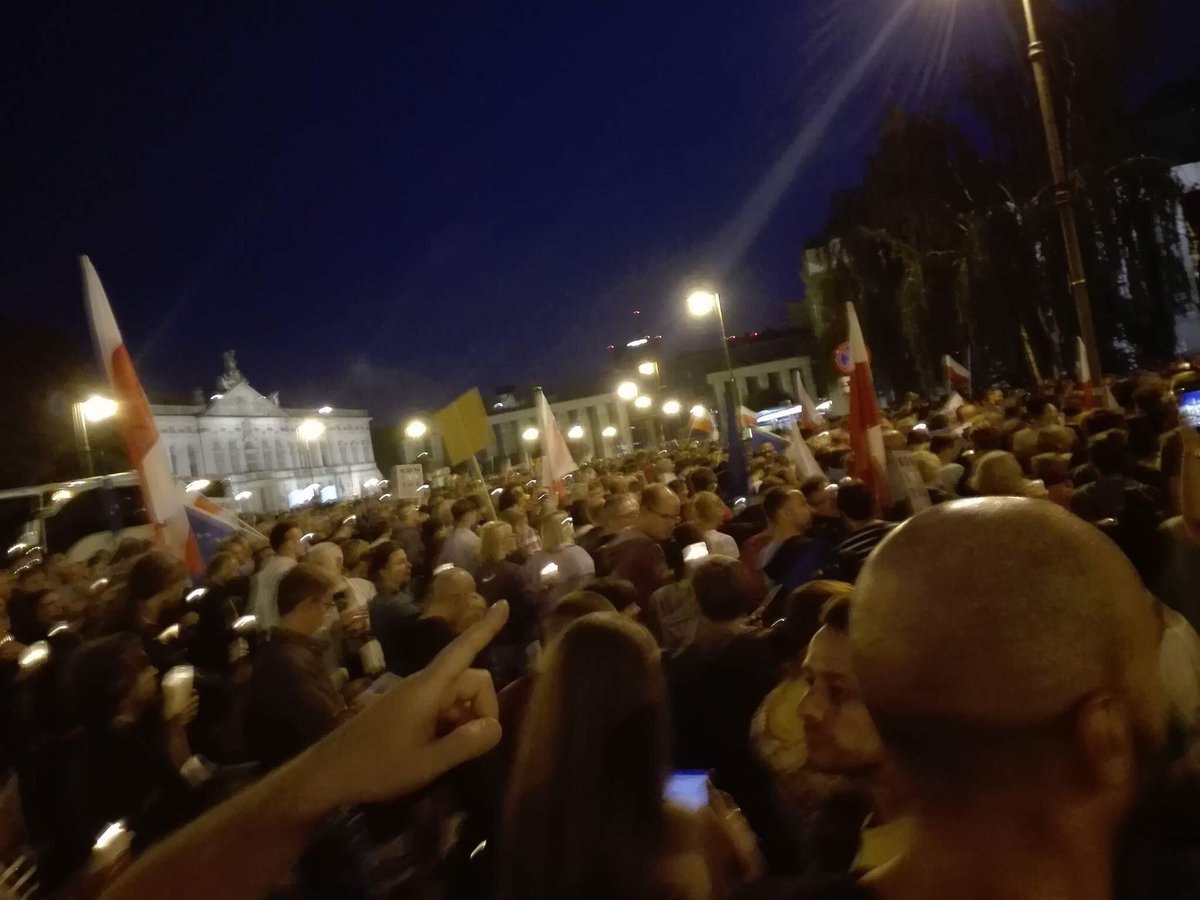 A friend in #Warsaw sends me pics from the demo in front of the Supreme Court.  &quot;We are fighting. Please help us&quot; she tells me. #Poland #EU <br>http://pic.twitter.com/c4uWafT1wj