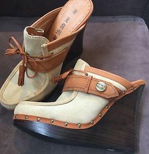 Sooo Boho Chic #boho #bohochic #bohoshoes #coachella #gwenstefani #L.A.M.B #clogs #wedges #heels #shoes #bohoahoes  http://www. ebay.com.au/itm/Gwen-Stefa ni-L-A-M-B-Euclid-Clogs-Eur-41-Leather-Wedge-Heels-Shoes-Boho-Chic-/182602572201?ssPageName=STRK:MESE:IT  … pic.twitter.com/o49iAvUrRd