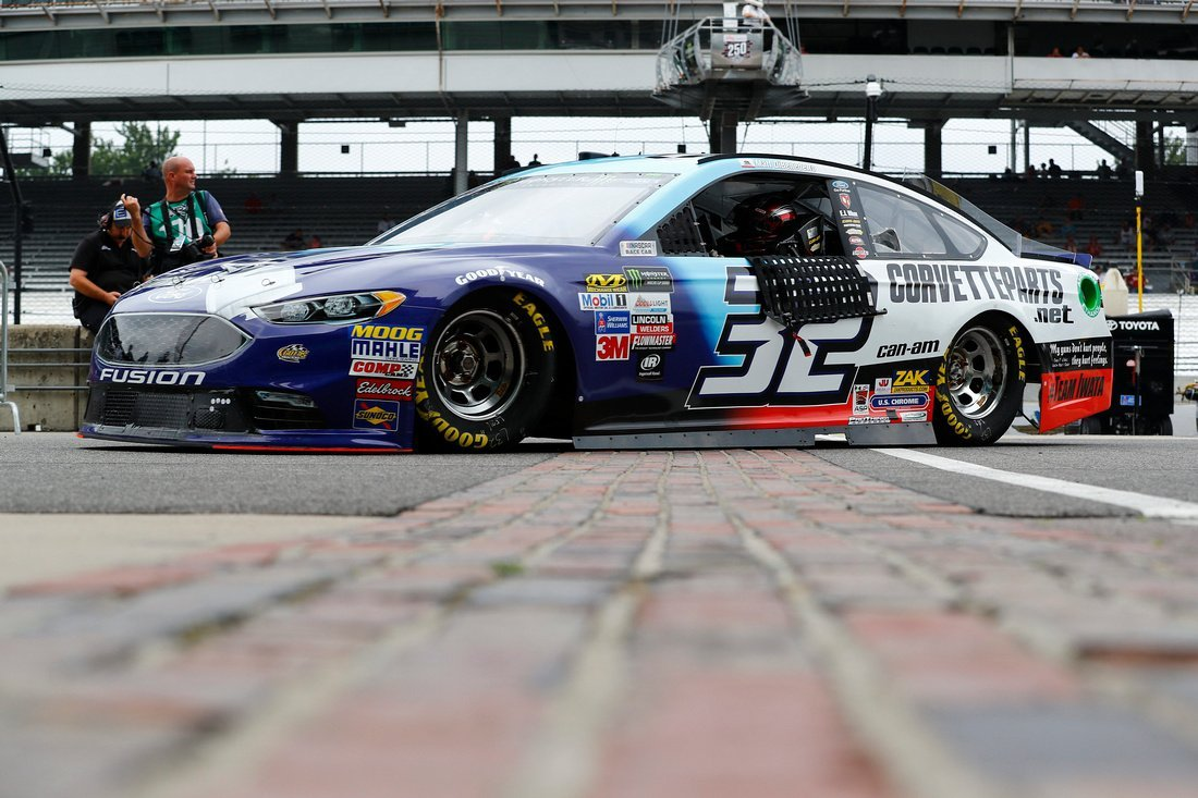 .@mattdracing has a knack for coming up big in #NASCAR&#39;s crown jewels, finishing 8th at @IMS --&gt;  https:// motorsportstribune.com/dibenedetto-su rvives-to-score-top-10-finish-at-indianapolis/ &nbsp; …  via @MotorsportRev<br>http://pic.twitter.com/50r88dkeQv