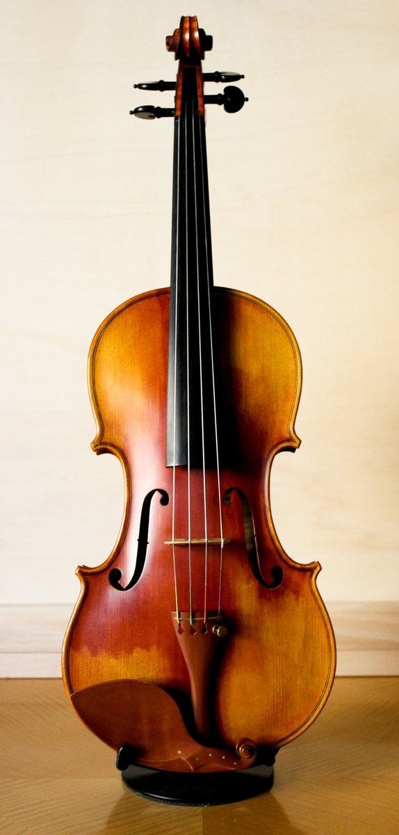 Visual beauty of #violin from @OreskiLutheria made in #Slovenia #Ljubljana #ClassicalMusic #violin #String #woodwork #luthier #handcrafted<br>http://pic.twitter.com/hw0VdcmbX4