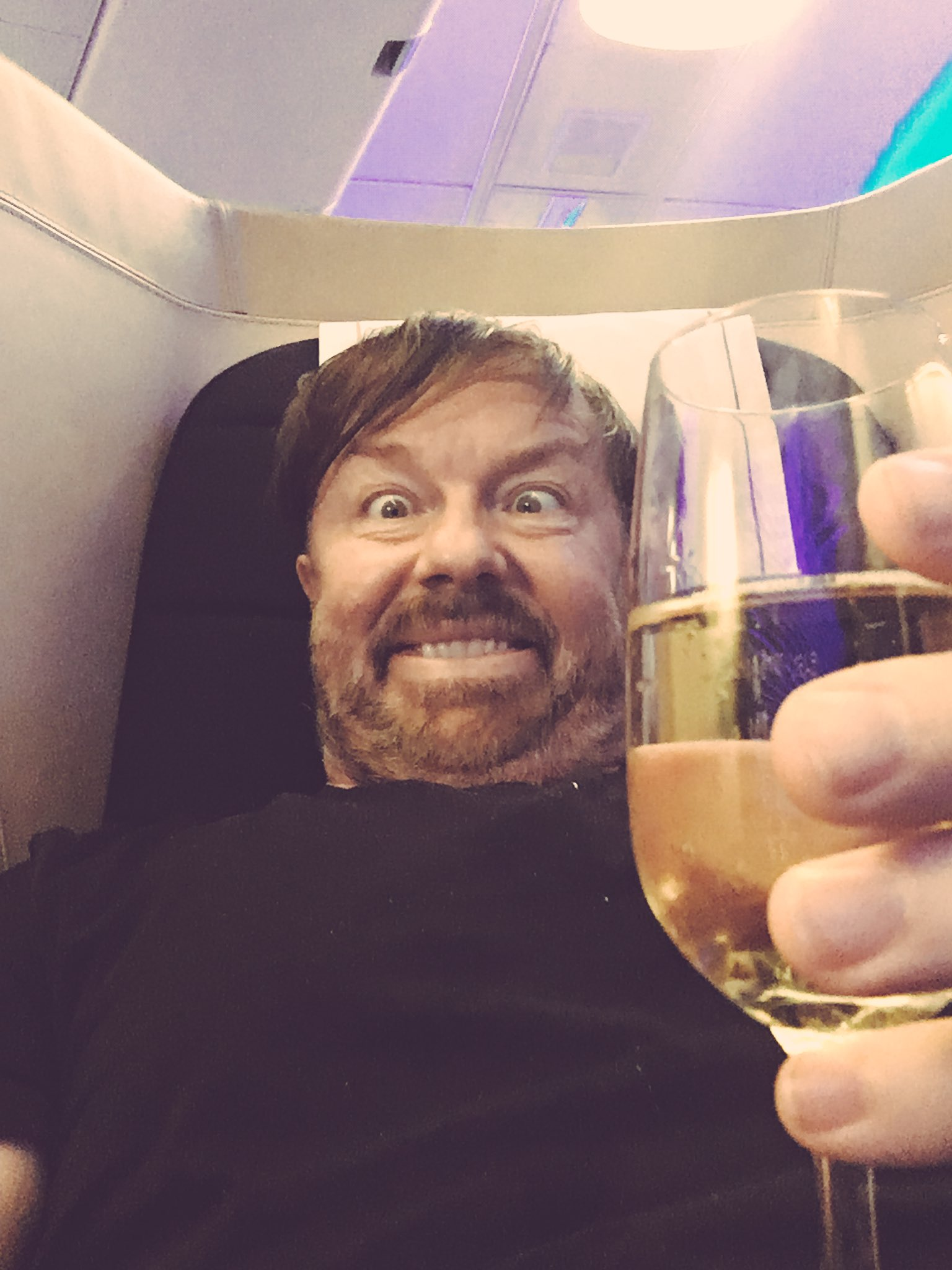 Off to London. Cheers! https://t.co/ISnuapWk5F