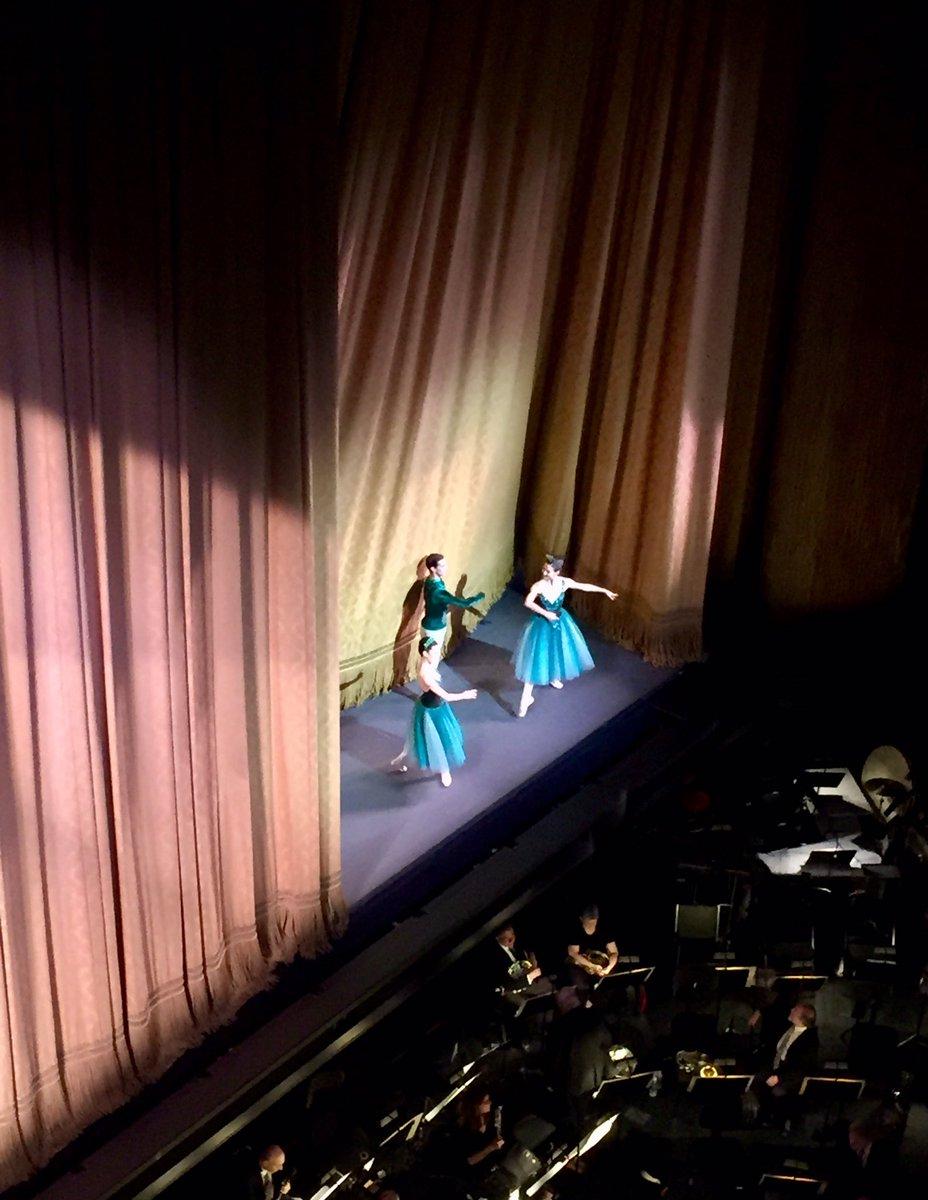 yeah, I did this... #Balanchine #Jewels #Ballet #Bolshoi #NYCB #ParisOperaBallet #CurtainCall #BucketList @LincolnCenter pic.twitter.com/tZvNgy02zt