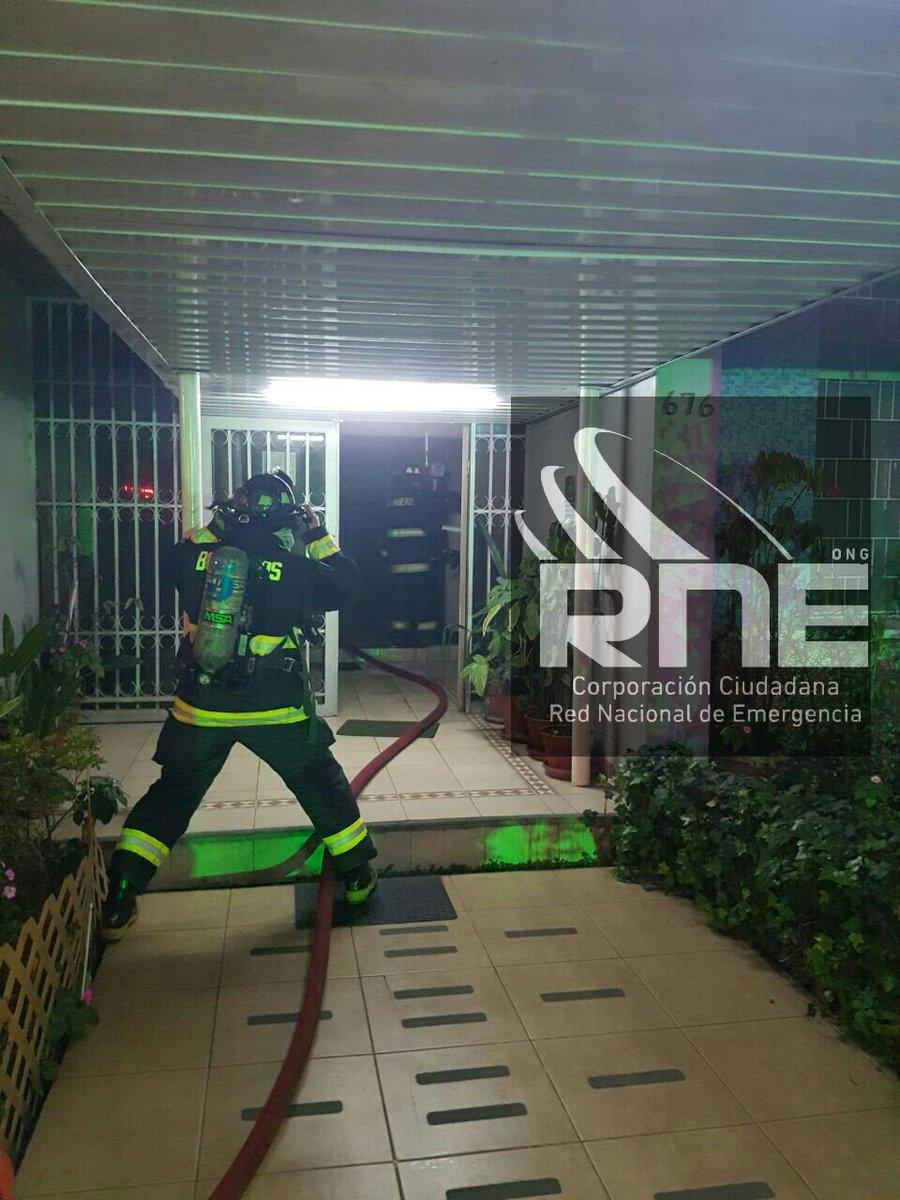 RT @RNEValparaiso #viña @bomberosvina trabaja en 3 Norte 670 por incendio de departamento @biobio @reddeemergencia