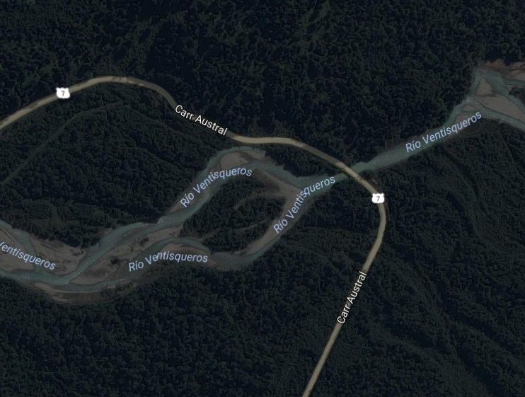RT @NodoRiesgo Colapso de puente en km 21 de Ruta 7, al sur de Puyuhuapi, Aysén Tránsito interrumpido (ONEMI) 2 heridos graves, 4 vehículos atrapados (T13)