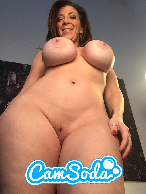 I'm about to be #live 10pm-12am on @CamSodaOffical #camsoda https://t.co/xHVYpDV0Wi Cum watch me play
