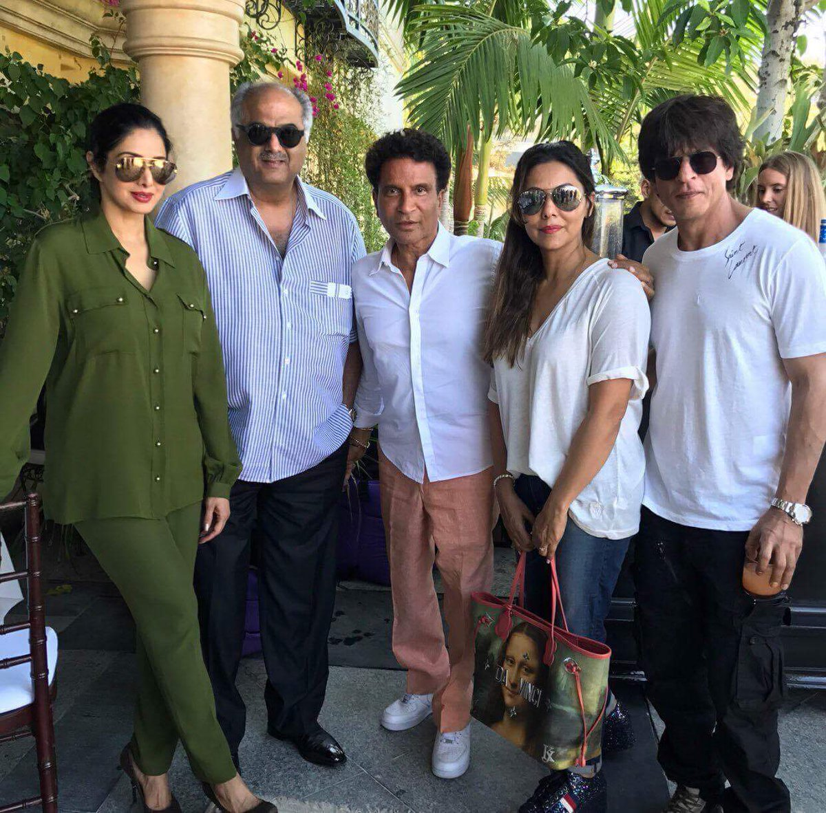 When SRK meets #Sridevi The Queen of cinema @SrideviBKapoor the King of #Bollywood @iamsrk in LA. Wish to see them soon together in a film <br>http://pic.twitter.com/H8FGp2oP0N