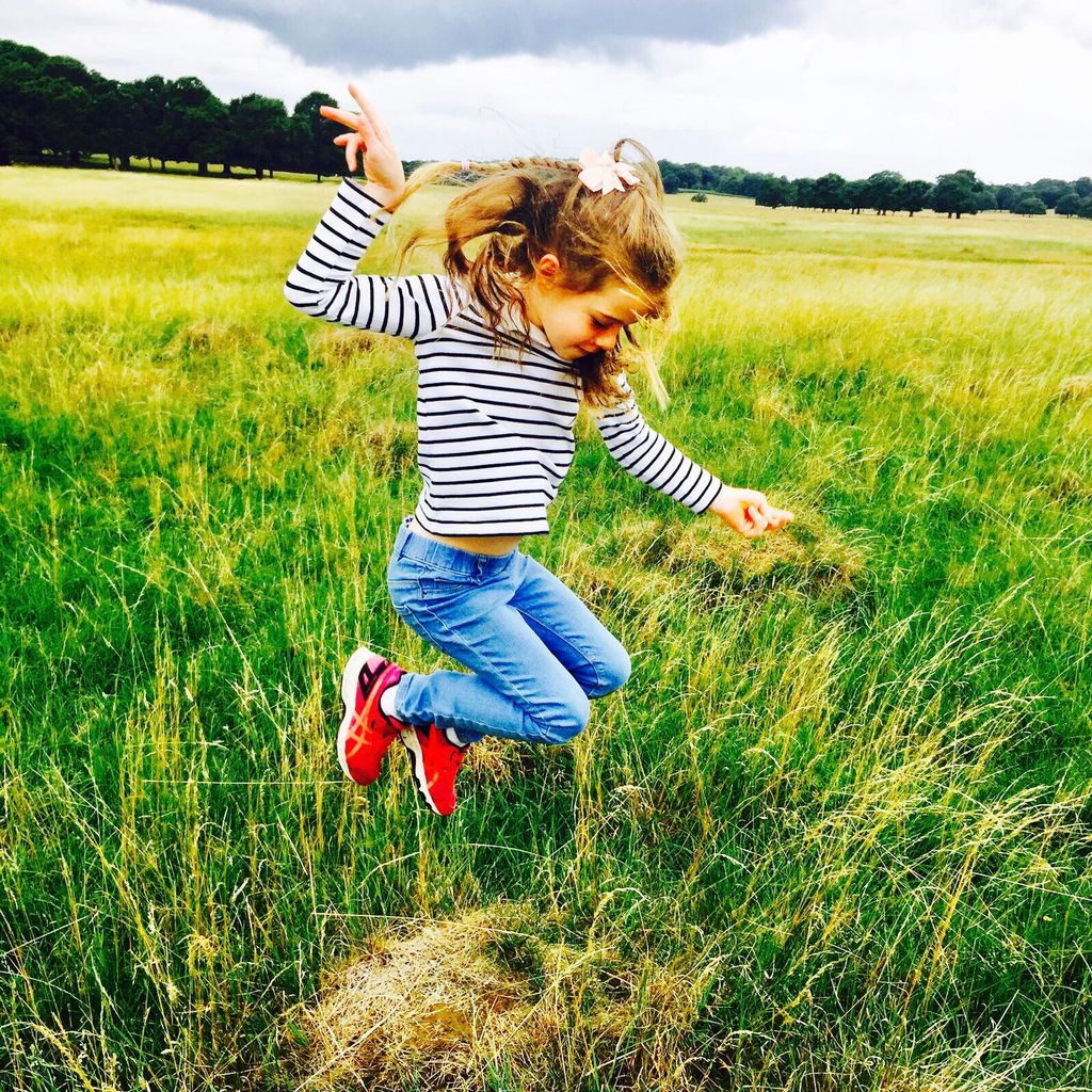 Look around there&#39;s lots to do in the summer holidays that doesn&#39;t cost the earth! Nature trails In country parks.. #outdoorfun #familytime <br>http://pic.twitter.com/8FG3RLHa5o