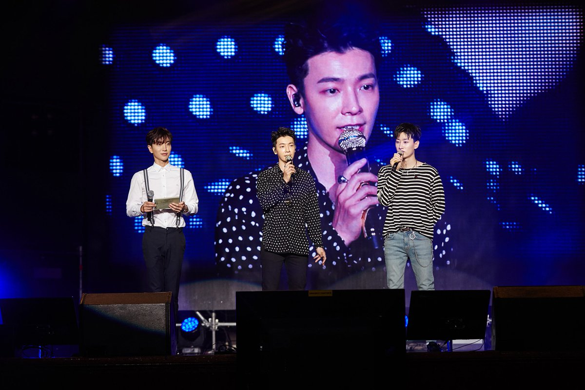 Super Junior D&E say 'Hello Again' to their fans in first fanmeet after military discharge https://t.co/2oN72QyOe7