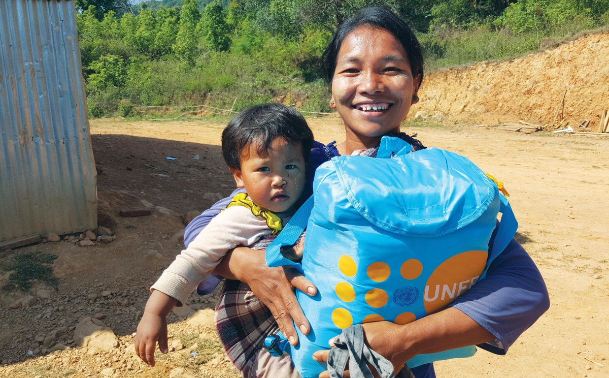 Saving lives and fighting for rights, hope and dignity for women, girls &amp; youth in #Myanmar! @UNFPAMMR Annual Report  http:// bit.ly/2eH2e8w  &nbsp;   <br>http://pic.twitter.com/IxMwTr1MS4
