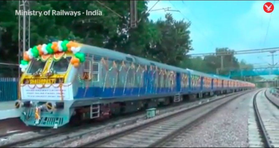 India&#39;s new #solar train is expected to save around 21,000 litres of diesel a year! http:// buff.ly/2uqPoPo  &nbsp;    #ActOnClimate #renewables<br>http://pic.twitter.com/dQiiOOk236