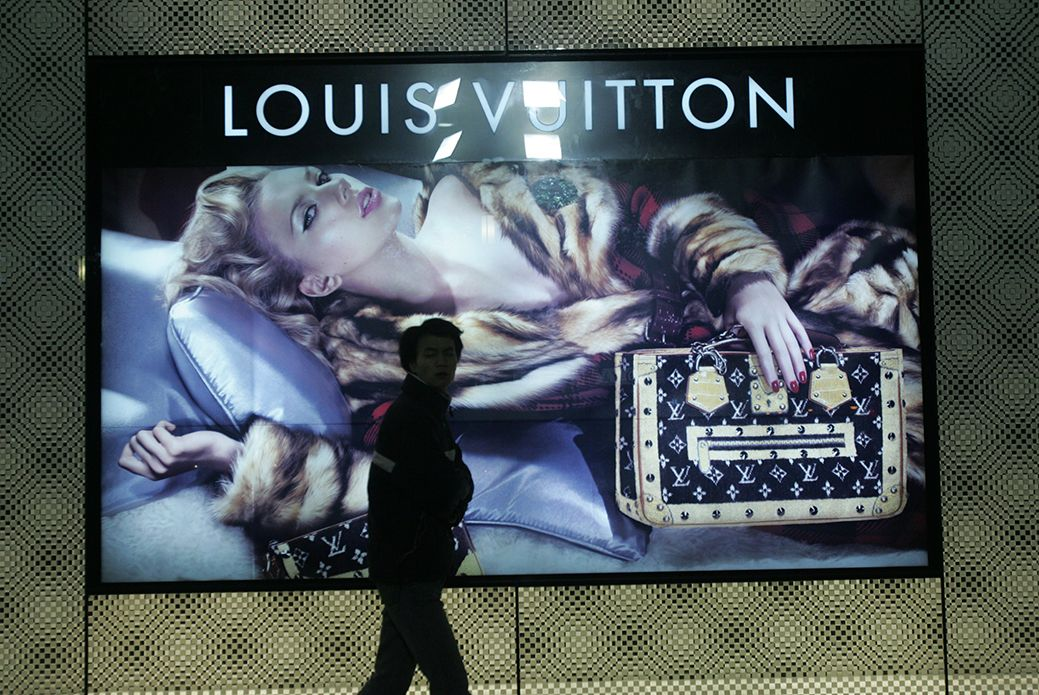 .@LouisVuitton 's E-Store Goes Live in #China #online #retail  http:// bit.ly/2gVDbiK  &nbsp;  <br>http://pic.twitter.com/3FnWJ5ctf7