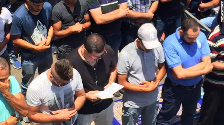 Christian man prays with Jerusalem Muslims as religious tensions flare https://t.co/oLCIKGYVZs