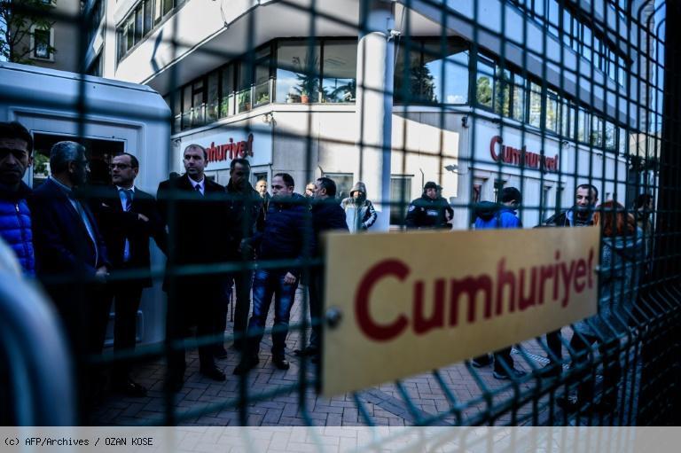 Turquie: procès de journalistes d'un quotidien anti-Erdogan https://t.co/OuFR5Ob2ri